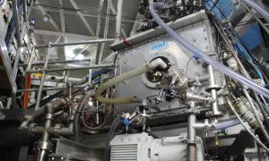 ORNL developed pellet injector installed on the DIII-D tokamak